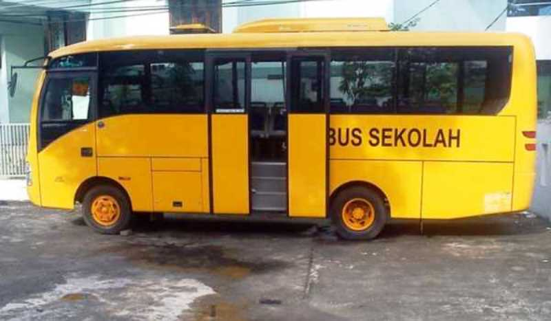 bus sekolah
